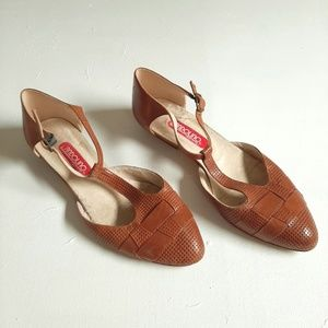 Vintage Leather Flats Bandolino T Strap Mary Janes